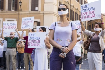 P.zza Montecitorio, flash mob contro l'omofobia