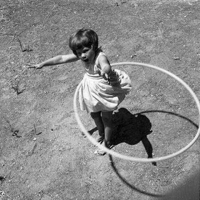 Girl_twirling_Hula_Hoop_1958
