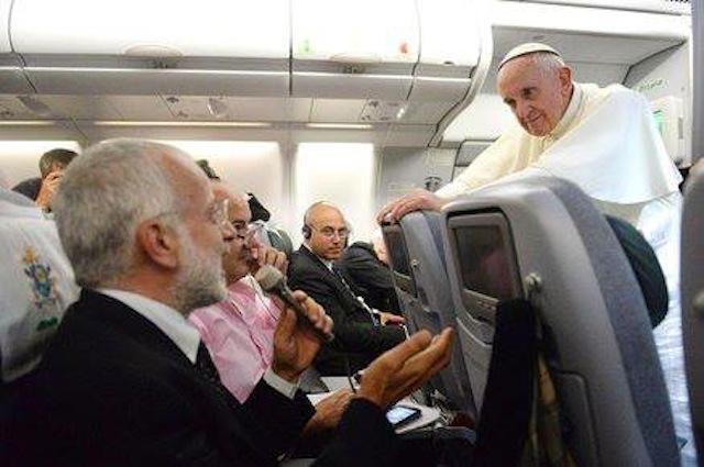 papa_francesco_aereo_brasile