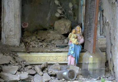 La Madonna tra le macerie di Pescara del Tronto